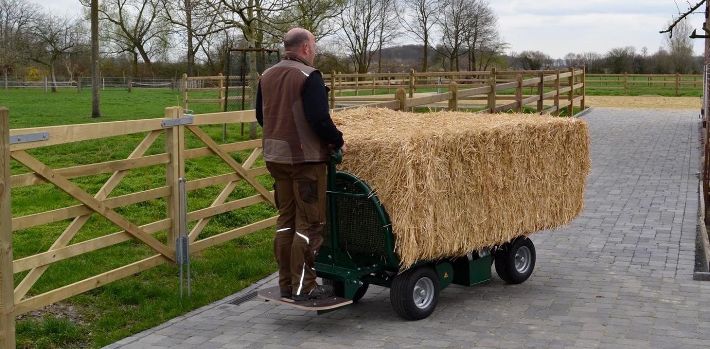 Chariot à fourrage manuel / électrique