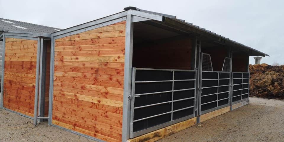 Fabrication, fourniture et pose de 6 boxes provisoires en cette fin d'année en 3*3m pour un centre d'entrainement trotteur proche de Lisieux (14).