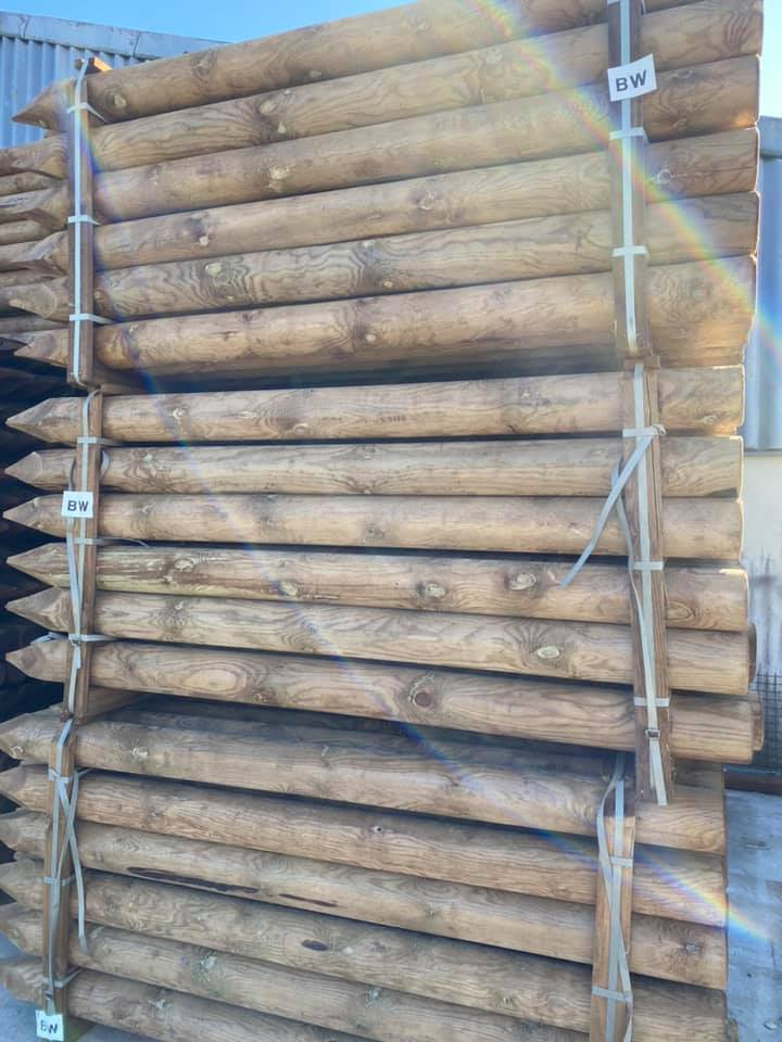 poteaux pin diamètre 14cm longueur 225cm traitement au sel marron