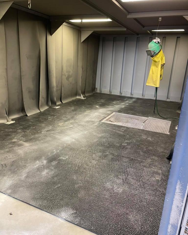 Revêtement de sol pour une cabine de sablage près de Sées (61)