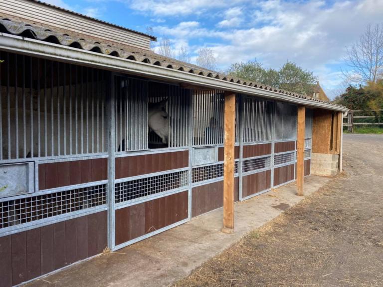 Fabrication sur mesure de façades de boxes pour une écurie Caennaise (14)