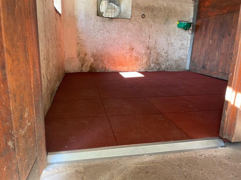 Fourniture et pose de revêtement de sol caoutchouc proche d'Houdan (78)